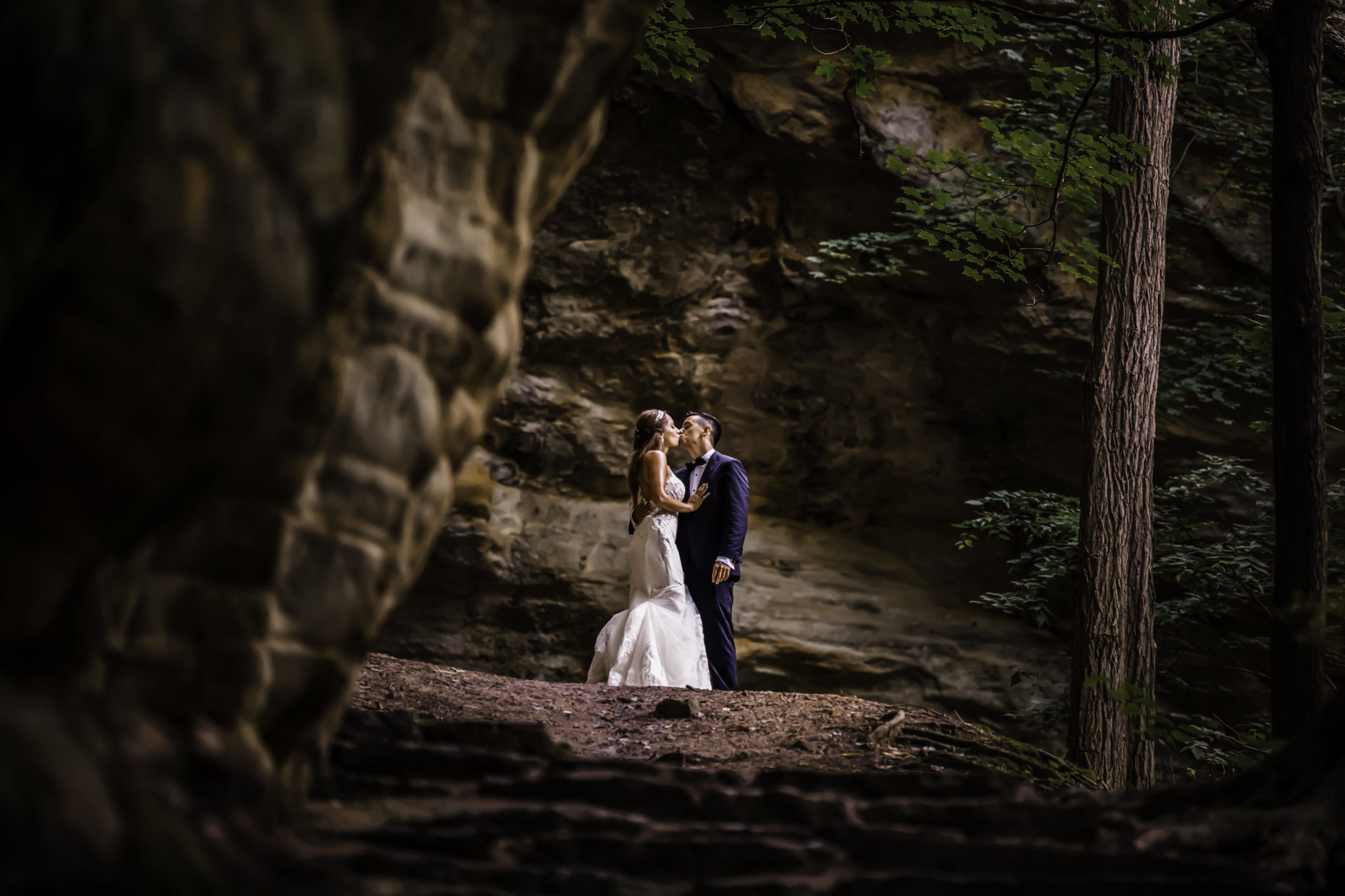 Starved Rock Wedding Couple on the Cliffs