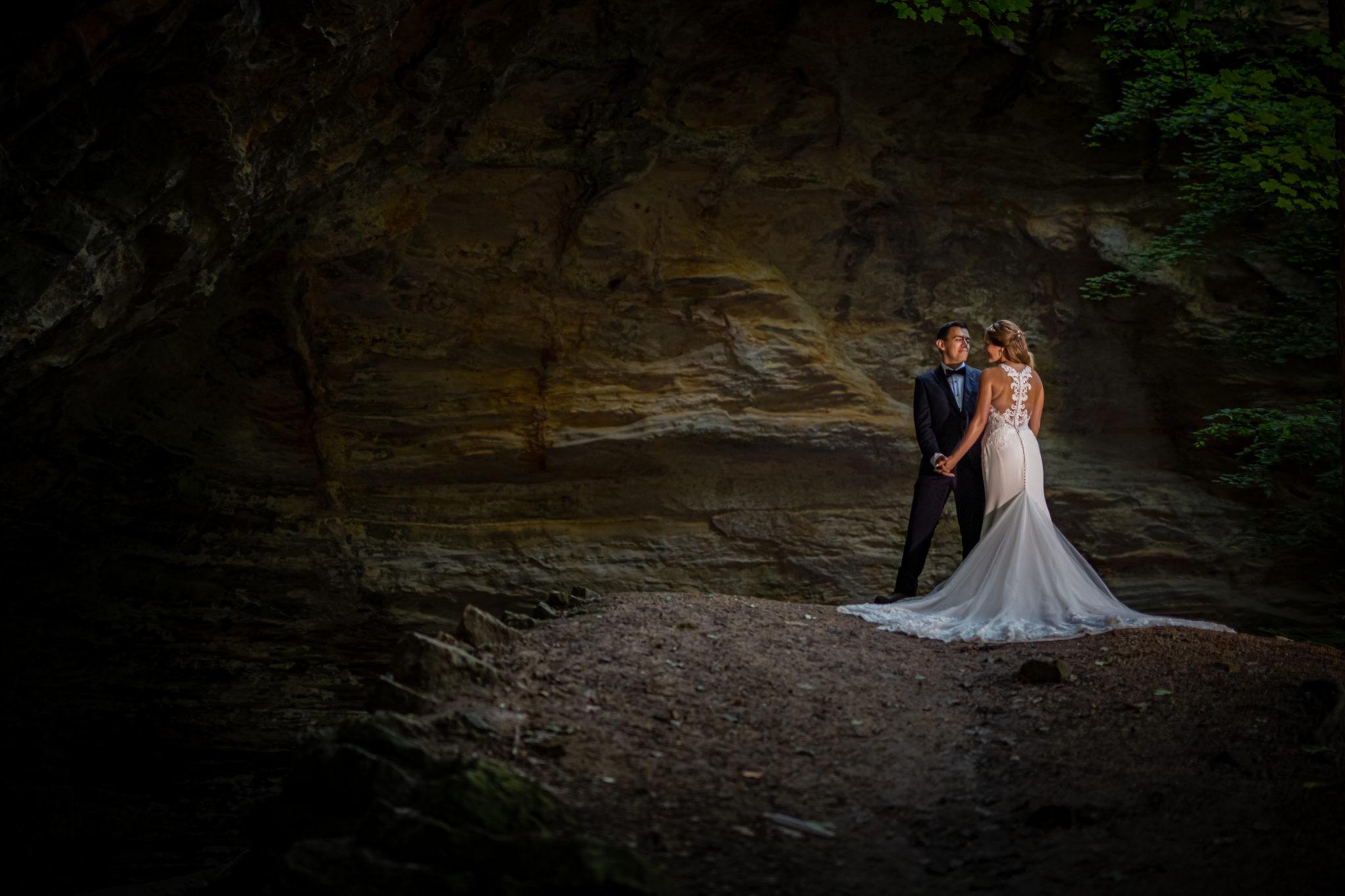Starved Rock Wedding Bride Groom Canyons
